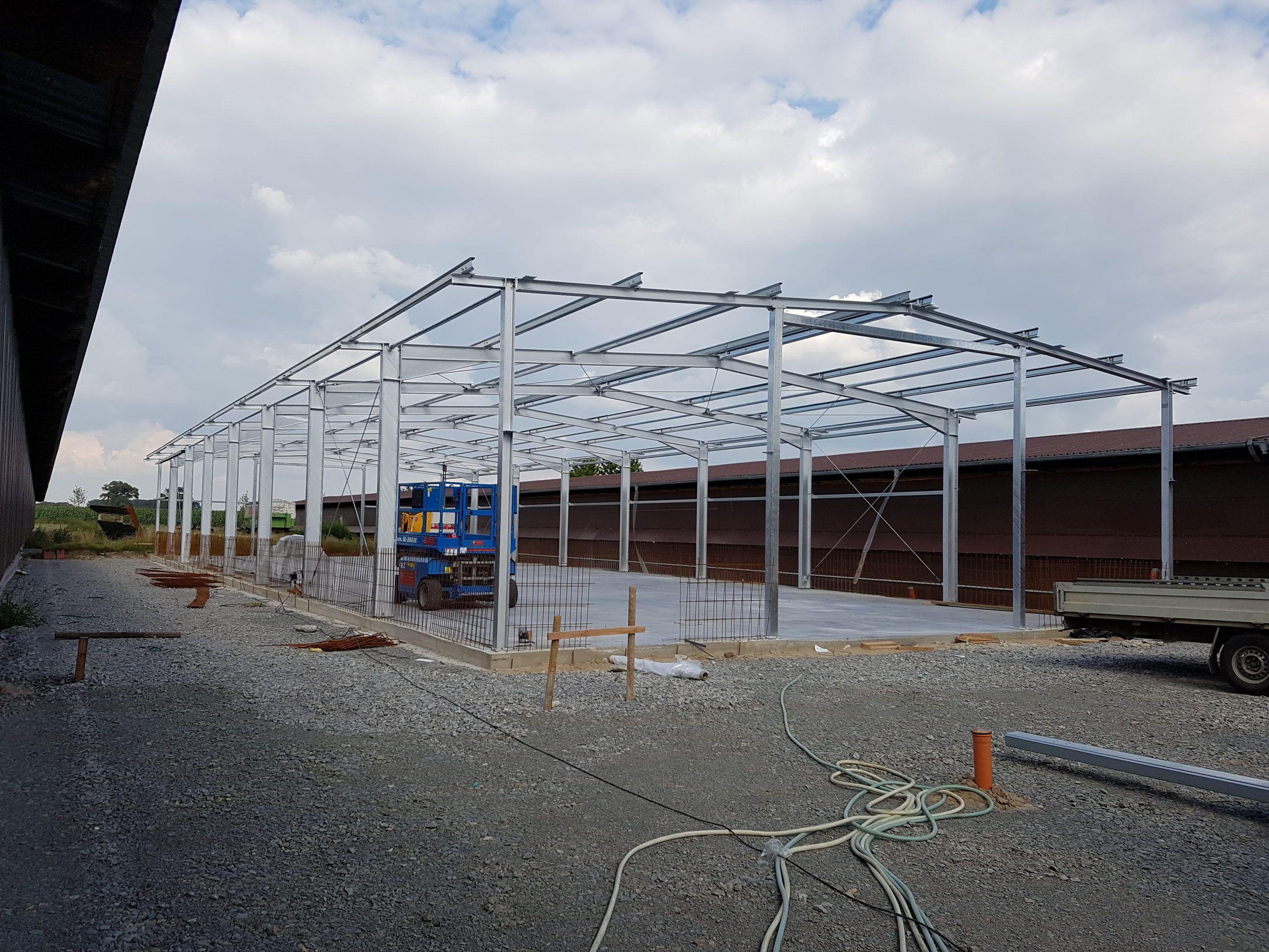 Stahlhallenkonstruktion als Satteldach in feuerverzinkt