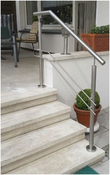 Treppengeländer in Edelstahl mit mitlaufenden paarigen Stäben